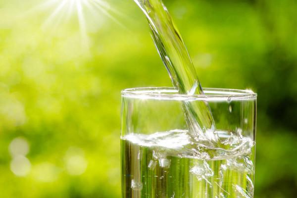Các nhà khoa học Mỹ chế tạo thiết bị làm sạch nước uống chỉ sử dụng ánh sáng Mặt trời