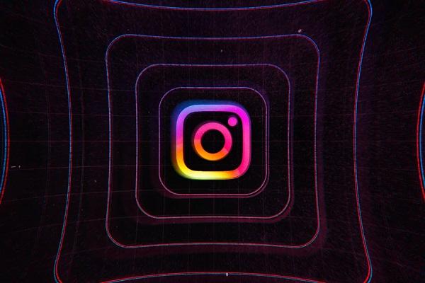 iOS 14 phát hiện Instagram âm thầm truy cập camera người dùng