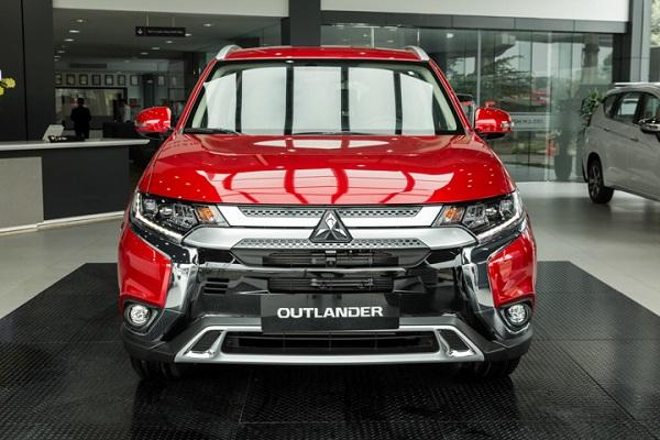 Mitsubishi Outlander nâng cấp an toàn, giá 1,058 tỷ đồng
