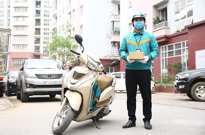 Viettel Post khử khuẩn 2 lần khi giao nhận hàng hóa tại vùng dịch Đà Nẵng