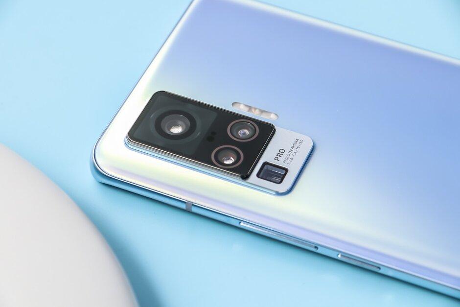 vivo trình làng đôi X50 và X50 Pro tại Việt Nam: camera gimbal, màn hình 90Hz, có 5G, giá từ 13 triệu đồng