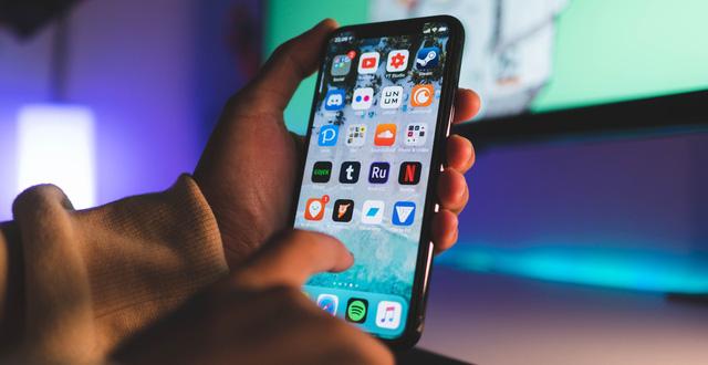 Lừa hơn 54 tỷ đồng mua iPhone của 13 nhà buôn