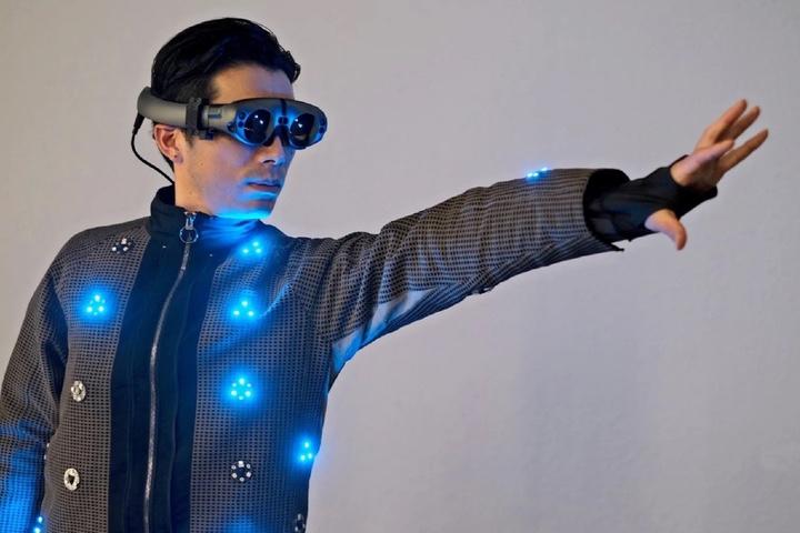 Nhật Bản đón đầu xu thế quần áo thông minh với các sản phẩm dành cho game thủ và...chó
