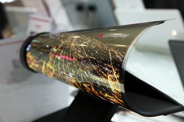 LG khoe màn hình dẻo có thể cuộn tại SID 2020