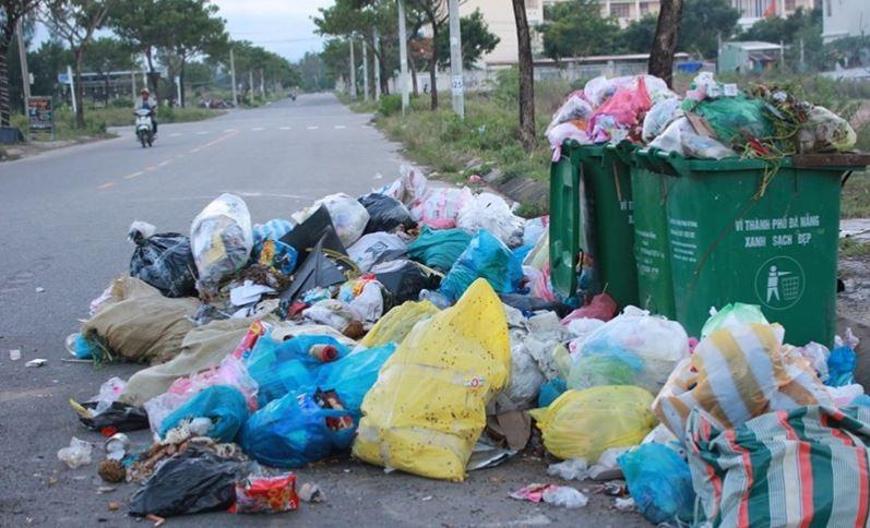 Sẽ thu phí rác thải sinh hoạt theo ki lô gam từ năm 2025