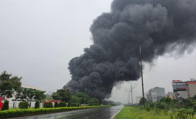 Công ty JAANH Vina, KCN Yên Phong cháy lớn, sập một nhà xưởng