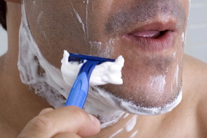 Bạn có biết vì sao râu có thể làm cùn lưỡi dao cạo?