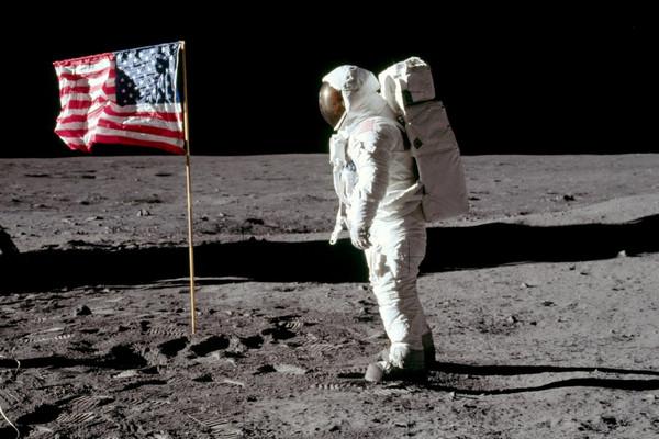Phần lớn người Nga cho rằng cuộc đổ bộ trên Mặt Trăng của Mỹ chỉ là trò bịp bợm