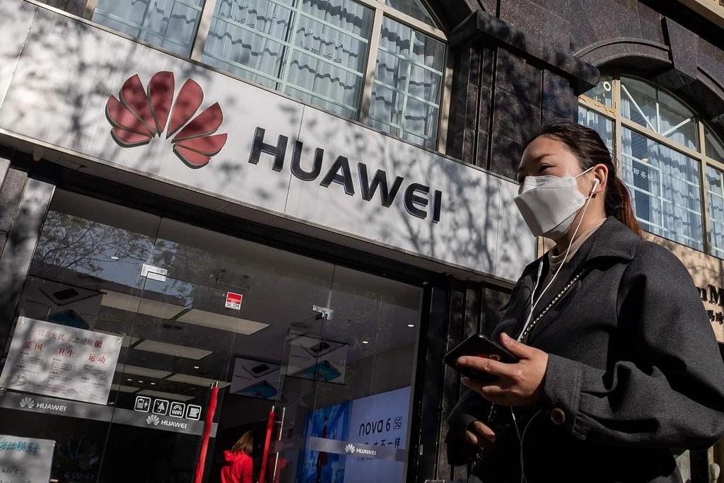 Trong một đêm, Mỹ công bố 2 lệnh cấm chặn đường Huawei