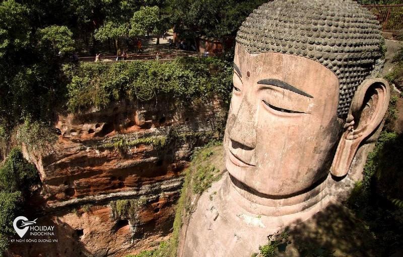 Đại Phật Lạc Sơn có gì đặc biệt?