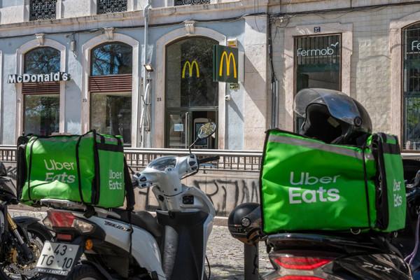 Dịch vụ giao đồ ăn Uber bị tố ăn gian quãng đường của tài xế