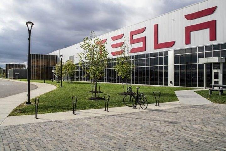 Cổ phiếu Tesla tăng cao kỷ lục, bỏ xa các đối thủ