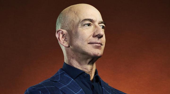 Tài sản của tỷ phú Jeff Bezos cán mốc 200 tỷ USD, vượt xa Bill Gates và bằng GDP nhiều nước