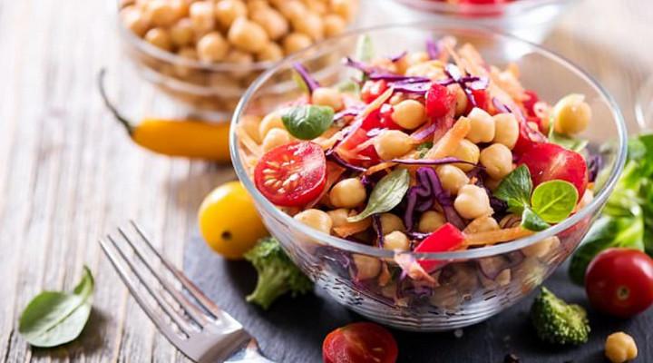 """Giới khoa học cảnh báo một số chế độ ăn chay không hợp lý còn """"nguy hại"""" hơn cả ăn thịt"""