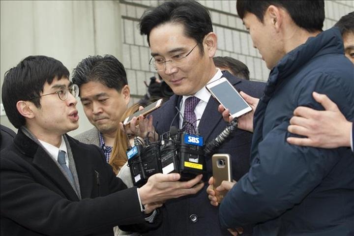 """Chưa kịp lấy lại danh tiếng, """"thái tử"""" Samsung tiếp tục bị truy tố thao túng thị trường chứng khoán"""