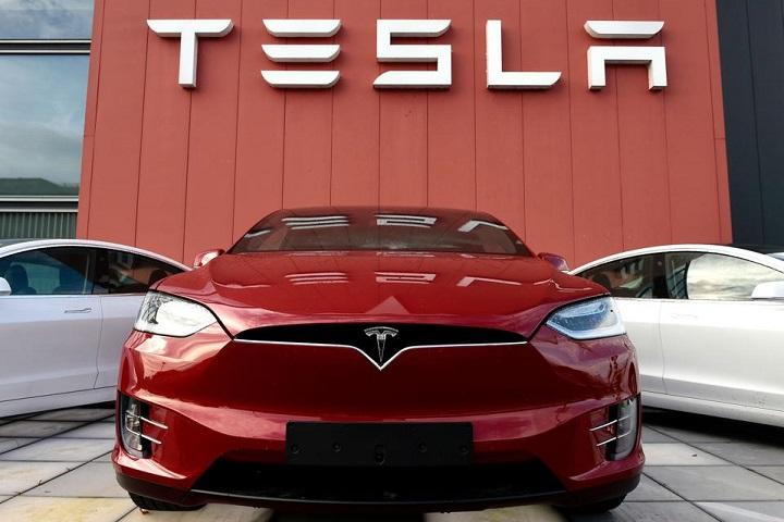 """Tesla đang """"chiêu mộ"""" kỹ sư phần mềm để phát triển game trong ô tô"""