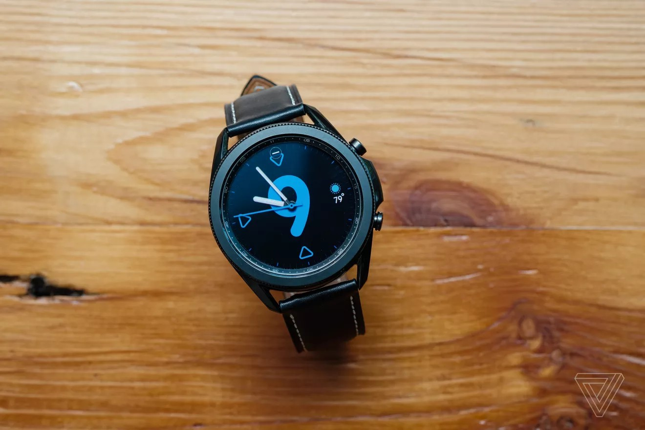 Mặt đồng hồ được cài sẵn trên Galaxy Watch 3 (Ảnh: Dan Seifert/The Verge)