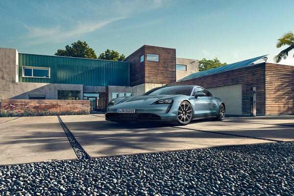 Porsche Taycan giá thấp nhất từ 5,7 tỷ đồng tại Việt Nam