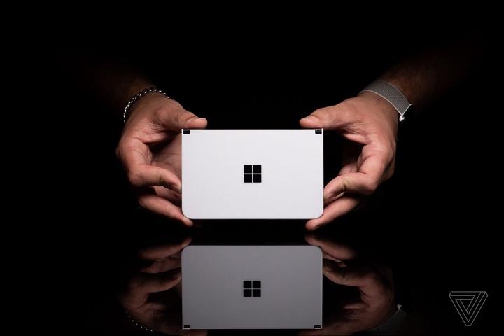 Đánh giá Microsoft Surface Duo: nhân đôi màn hình, gấp đôi rắc rối