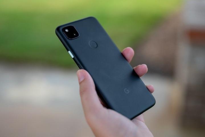 Điện thoại vỏ nhựa cũng có ưu điểm của nó