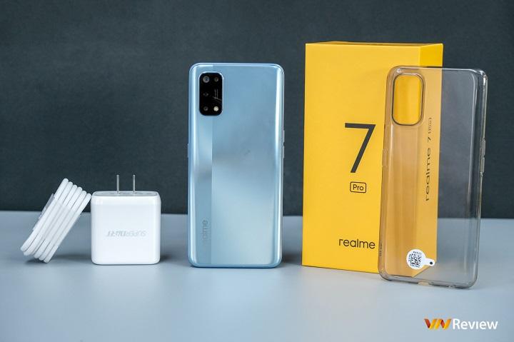 Mở hộp Realme 7 Pro chính hãng: mang sạc nhanh 65W và camera Sony 64MP đến máy tầm trung