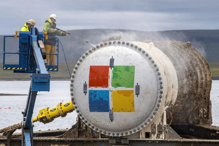 """Microsoft vớt trung tâm dữ liệu lên bờ sau 105 ngày """"đưa đám mây xuống đáy biển"""""""