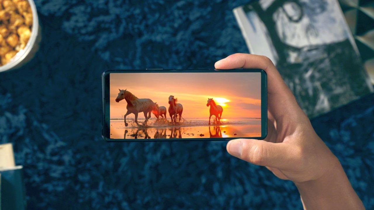 Sony Xperia 5 II ra mắt: màn hình 120Hz, Snapdragon 865, quay video 4K HDR 120fps đầu tiên trên thế giới, sẽ bán ở Việt Nam vào giữa tháng 11