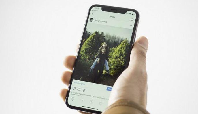 Facebook bị cáo buộc theo dõi người dùng Instragram qua camera smartphone
