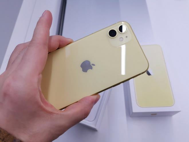 """Cửa hàng liên tục giảm giá iPhone 11, """"dọn chỗ"""" cho iPhone 12"""