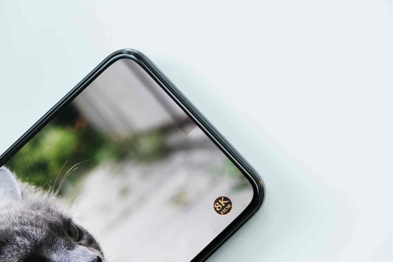Samsung: camera dưới màn hình chưa chín muồi, quay 8K sẽ là tương lai smartphone