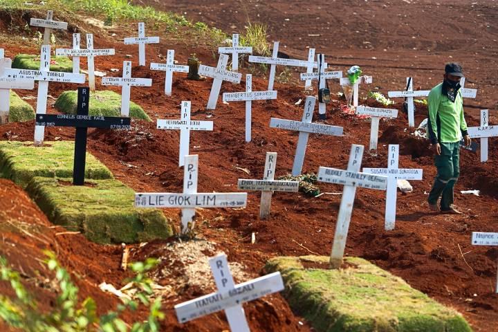 Hơn 200.000 người ở Mỹ, gần 1 triệu người trên thế giới đã chết vì Covid-19