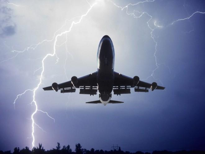 Vì sao máy bay không sợ sét đánh