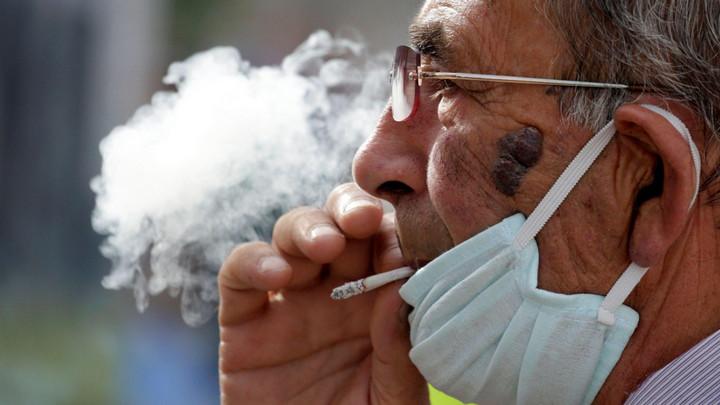 Nghiên cứu cho thấy đeo kính làm giảm đáng kể nguy cơ lây nhiễm Covid-19