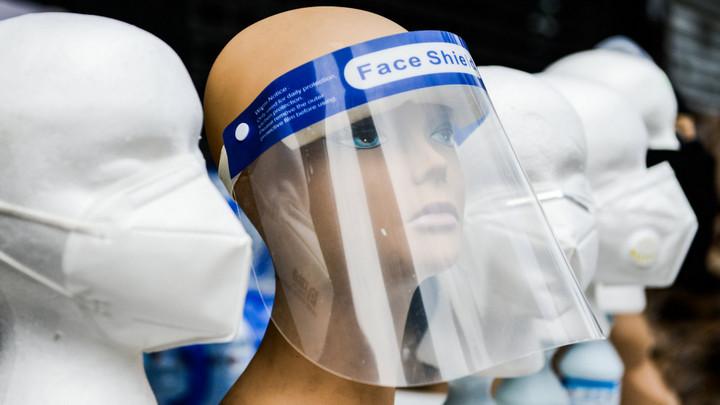 Nghiên cứu: Tấm che mặt và khẩu trang có van khí không thể thay thế cho khẩu trang