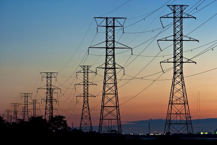 Tại sao nhà bạn sử dụng điện xoay chiều thay vì điện một chiều?