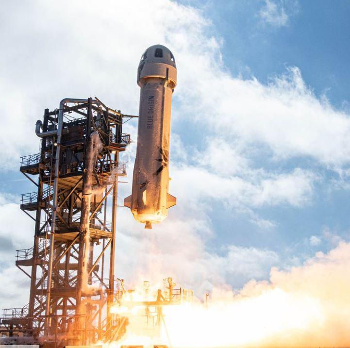 Jeff Bezos thông báo hoãn phóng tên lửa nhưng cư dân mạng không ngưng được cười