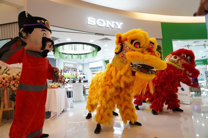 Sony tái khai trương chi nhánh Sony Center tại Crecsent Mall, TP.HCM: đã có Sony A7C, nhưng vẫn chưa thấy Xperia 5 II, Xperia 1 II và Xperia 10 II