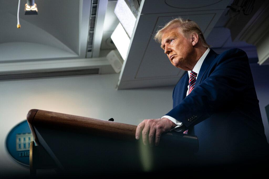 Tổng thống Trump gọi bài báo của New York Times cáo buộc ông trốn thuế là 'tin giả' và 'bịa' đặt'