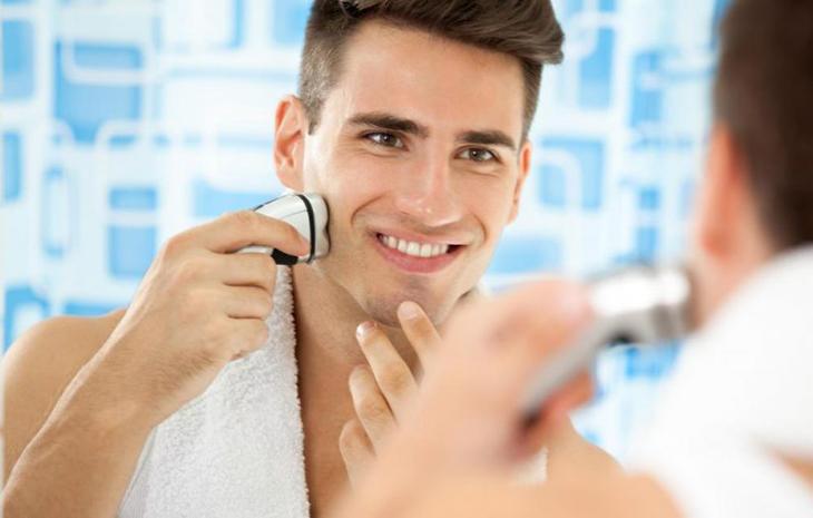 Tần suất cạo râu có liên quan đến tuổi thọ và nam tính của nam giới không?