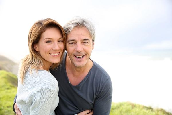 Nghiên cứu cho thấy phụ nữ lớn tuổi không mất đi hứng thú tình dục