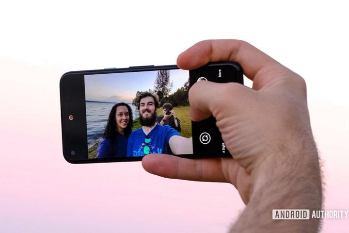 Điện thoại Pixel mới sẽ không tự động làm đẹp ảnh selfie của người dùng