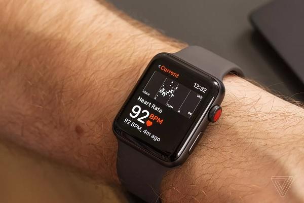 Apple Watch khiến người dùng khỏe mạnh tưởng mình mắc bệnh tim