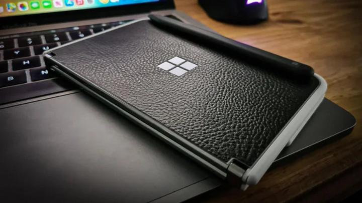 Khung máy gần cổng USB-C trên Surface Duo dễ vỡ, phải chăng là lỗi thiết kế của Microsoft?