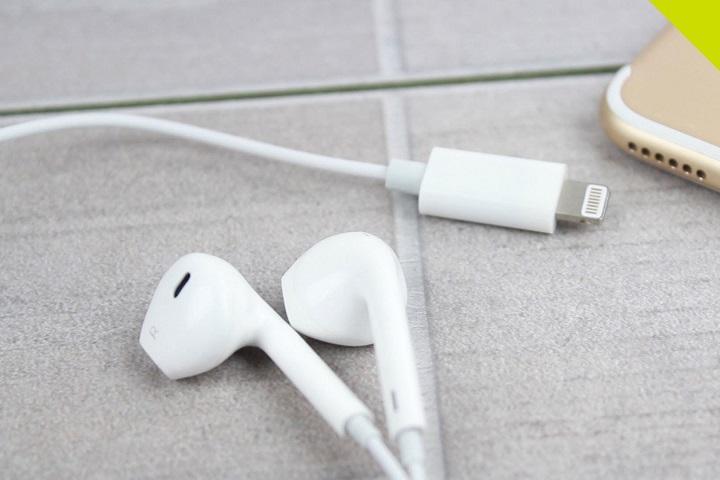 Không tặng kèm phụ kiện, Apple ngay lập tức hạ giá tai nghe EarPods xuống còn 19 USD