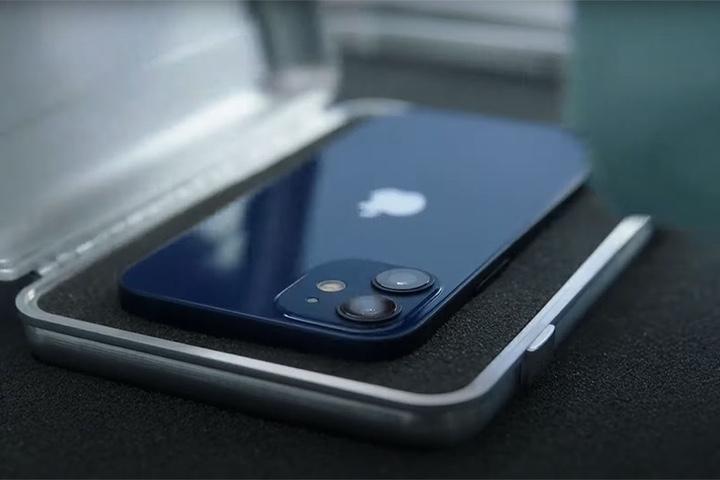 iPhone 12 mini và iPhone SE 2: cuộc đấu giữa hai điện thoại cỡ nhỏ từ Apple