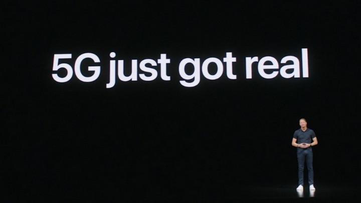 """Vừa ra mắt nhưng iPhone 12 đã hứng chịu cú """"cà khịa"""" cực gắt từ Samsung"""