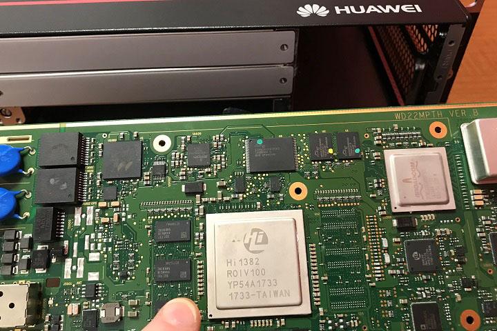 """""""Mổ"""" trạm BTS 5G của Huawei cho thấy đại gia công nghệ Trung Quốc phụ thuộc vào Mỹ như thế nào"""