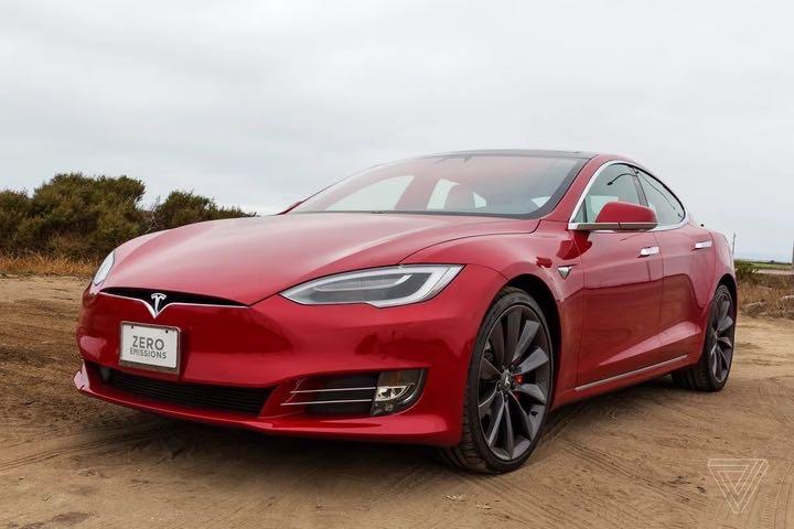 """""""Thánh troll"""" Elon Musk tuyên bố sẽ hạ giá Tesla Model S xuống còn 69.420 USD"""