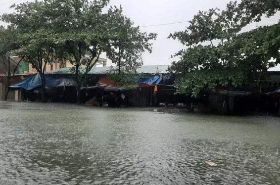 Lũ lụt miền Trung: Bác tin siêu bão cấp 17 sắp đổ bộ
