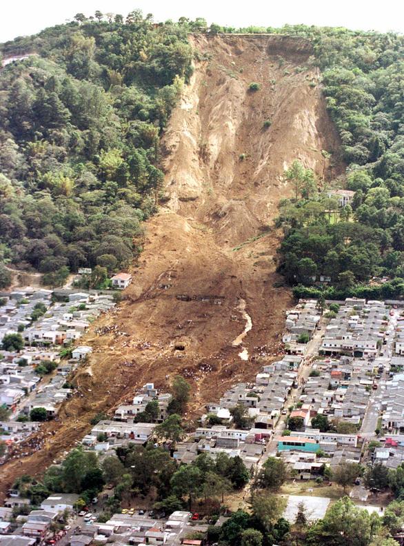 Vì sao lở đất thường kèm theo những tiếng nổ lớn?
